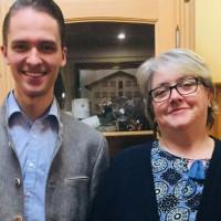 """""""Stabübergabe"""" an Lorenz Burgmaier durch Monika Grabl"""